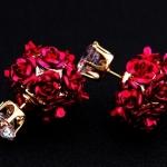 ต่างหูแฟชั่น 18K Gold Plated หรูหราด้วยดอกกุหลาบสีแดงสดใสเพิ่มความสวยงามด้วยคริสตัลคุณภาพดีสีขาว ขนาด1.0*1.5CM