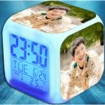 นาฬิกาดิจิตอลตั้งโต๊ะ แสดงวันที่ อุณหภูมิ LED ซง จุง-กิ Descendants Of The Sun มี5ลาย