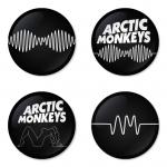 ของที่ระลึกวง Arctic Monkeys เลือกด้านหลังได้ 4 แบบ เข็มกลัด, แม่เหล็ก, กระจกพกพา หรือ พวงกุญแจที่เปิดขวด 1 แพ็ค 4 ชิ้น [5]