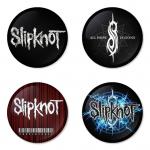 ของที่ระลึกวง Slipknot เลือกด้านหลังได้ 4 แบบ เข็มกลัด, แม่เหล็ก, กระจกพกพา หรือ พวงกุญแจที่เปิดขวด 1 แพ็ค 4 ชิ้น [7]