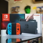 Nintendo Switch (Neon Red/Blue)