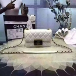 CHANEL flap bag Spring Summer 2016 สีขาว ขนาด 7 นิ้ว ชนช็อป ปี2016 ทรงสวย หนังอย่างดี หนังแท้ทั้งใบ มาพร้อม ถุงผ้า การ์ด ชาแนล มี HOLO งาน Top MIRROR/ HIEND