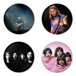 ของที่ระลึกวง Pink Floyd เลือกด้านหลังได้ 4 แบบ เข็มกลัด, แม่เหล็ก, กระจกพกพา หรือ พวงกุญแจที่เปิดขวด 1 แพ็ค 4 ชิ้น [5]