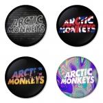 ของที่ระลึกวง Arctic Monkeys เลือกด้านหลังได้ 4 แบบ เข็มกลัด, แม่เหล็ก, กระจกพกพา หรือ พวงกุญแจที่เปิดขวด 1 แพ็ค 4 ชิ้น [15]
