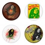 ของที่ระลึกวง Bob Marley เลือกด้านหลังได้ 4 แบบ เข็มกลัด, แม่เหล็ก, กระจกพกพา หรือ พวงกุญแจที่เปิดขวด 1 แพ็ค 4 ชิ้น [1]