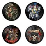 ของที่ระลึกวง Guns N Roses เลือกด้านหลังได้ 4 แบบ เข็มกลัด, แม่เหล็ก, กระจกพกพา หรือ พวงกุญแจที่เปิดขวด 1 แพ็ค 4 ชิ้น [10]