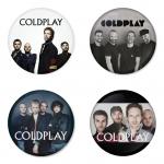 ของที่ระลึกวง Coldplay เลือกด้านหลังได้ 4 แบบ เข็มกลัด, แม่เหล็ก, กระจกพกพา หรือ พวงกุญแจที่เปิดขวด 1 แพ็ค 4 ชิ้น [19]