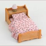 ซิลวาเนียน เตียงเดี่ยวพร้อมโคมไฟ (JP) Sylvanian Families Sleepy Bed