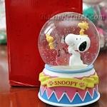 [หมดค่ะ] ลูกแก้วดนตรีมีแสงไฟสนุปปี้ (Snoopy Musical Water Globe) V50