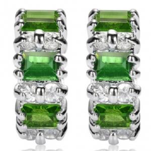 ต่างหูแฟชั่นสไตล์คลาสิคด้วยเขียวมรกต(Green Emerald)คุณภาพดีน่ารักมาก ขนาด5.5mm x 15.5 mm