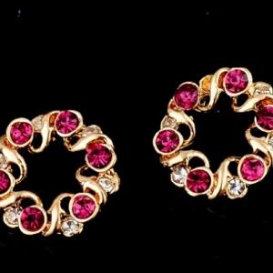 ต่างหูคริสตัลสีแดงจากออสเตเรียทรงกลมสไตล์อินเทรนด์ล้อมด้วย 18K Gold Plated สวยน่ารัก ขนาด1.9*1.9CM