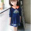เดรสสาวน้อยสีน้ำเงินแขนยาว แต่งรูปดอกไม้ ปกคอสีส้มตัดกับตัวเสื้อ งานสวยมากน่ารักสุดๆค่ะ