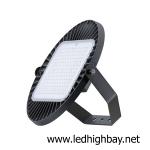 การติดตั้งโคมไฮเบย์ LED ในพื้นที่ที่มีความสูงมากกว่าหกเมตร
