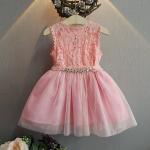 ชุดเดรสกระโปรงผ้าลูกไม้สีชมพู ต่อด้วยกระโปรงฟูๆ ชุดนี้ใส่แล้วสวยดูสวยหวานน่ารัก ใส่ไปเที่ยวหรืออกงานก็น่ารักค่ะ