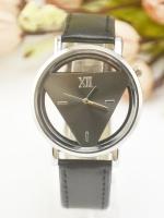 นาฬิกาแฟชั่นผู้หญิงหน้าปัด Triangle สายหนังสีดำ