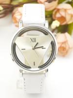 นาฬิกาแฟชั่นผู้หญิงหน้าปัด Triangle สายหนังสีขาว