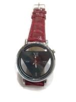 นาฬิกาแฟชั่นผู้หญิงหน้าปัด Triangle สายหนังสีแดง