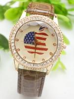 นาฬิกาแฟชั่นผู้หญิงหน้าปัด English Apple สายหนังสีน้ำตาล