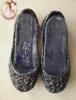 รองเท้ารังนกสีดำมีกลิตเตอร์วิ๊งๆ ใส่สวย สบาย เบา ไม่กัดเท้าแน่นอนค่ะ