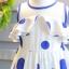 เดรสกระโปรงสีขาวแขนกุด ซิปหลัง ลายวงกลมสีน้ำเงิน ใส่สบายน่ารักมากค่ะ thumbnail 4