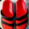 รองเท้าหัวโตสีดำ-แดง คูละ 85 บาท