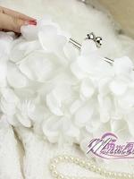 พร้อมส่ง Evening Clutch กระเป๋าออกงาน ทรงดอกไม้สามมิติ สีขาว ประดับคริสตัลคู่ปากกระเป๋า มาพร้อมสายสะพายสั้น/ยาว