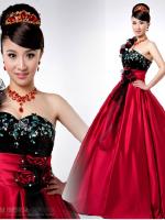 Pre-order ชุดแฟนซี ชุดราตรียาว แบบไหล่เฉียง สีแดง-ดำ แต่งดอกปักเลื่อมหรู ชุดจริงสวยเหมือนแบบ (เชือกผูกหลัง)