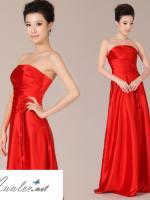 พร้อมเช่า ชุดราตรียาว เกาะอก สีแดง ผ้าซาติน แบบเรียบหรู แต่งดอกกุหลาบ