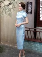 พร้อมเช่า กี่เพ้า สีฟ้า ลายดอกบ๊วย Cherry Blossom ผ้าไหมจีน กุ๊นขอบ ตัดเย็บอย่างดี