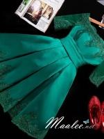 พร้อมเช่า ชุดราตรีสั้น แบบไหล่ปาด แขนยาว ผ้าซาติน แต่งลูกไม้สวยหรู สีเขียว (เชือกผูกหลัง)