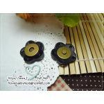 กระดุมแม่เหล็ก ขอบหนัง ดอกไม้ สีดำ ขนาด 2.5 cm