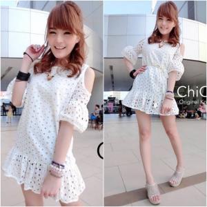 Korean Cut-Shoulder Lace Dress เดรสฉลุลายเว้าไหล่ สีขาว