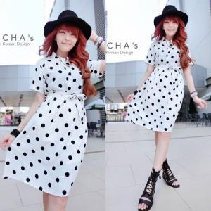 Bella Dotta Dress เดรสคอปกลายจุด : พื้นสีขาวจุดสีดำ