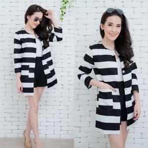 B&W Striped Blazer เสื้อคลุมลายริ้วขาวดำ