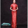พร้อมเช่า กี่เพ้า สีแดง ผ้าไหมจีน ทอลายดอกไม้ สีเงิน กุ๊นขอบ ตัดเย็บอย่างดี