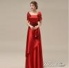 พร้อมเช่า ชุดราตรียาว สีแดง ปิดไหล่ แต่งดอกกุหลาบจับจีบสวย ผ้าซาติน (L-5XL)
