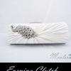 Evening Clutch กระเป๋าออกงาน สีขาว แต่งแผงคริสตัลนกยูง พร้อมสายสะพายสั้น และยาว