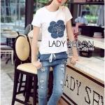 [พร้อมส่ง] เสื้อผ้าแฟชั่นเกาหลี Lady Ribbon's Made เซ็ตเสื้อยืดสีขาวประดับตกแต่งดอกคามิลเลียผ้าเดนิมและกางเกงยีนส์ทรงสกินนี่เข้าชุด