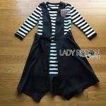 [พร้อมส่ง] เสื้อผ้าแฟชั่นเกาหลี ]เดรสสีดำทับเดรสไหมพรมลายทางสไตล์มินิมัลชิค ตัวนี้เหมาะกับคนชอบใส่ชุดเรียบๆแต่มีดีเทลในตัว ตัวนี้เป็นเดรสที่เหมือนใส่เสื้อและกระโปรง