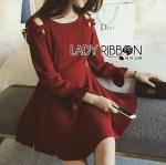 [พร้อมส่ง] เสื้อผ้าแฟชั่นเกาหลี มินิเดรสสีแดงเบอร์กันดีตกแต่งโบสไตล์มินิมัลสุดหวาน ลุคนี้มาแบบเรียบๆแต่มีดีเทลความหวาน ที่ช่วงไหล่เป็นแบบตัดต่อด้วยโบ ส่วนชายแขนเสื้อจับสม็อค