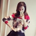 [พร้อมส่ง] เสื้อผ้าแฟชั่นเกาหลี เสื้อแขนยาวแฟชั่นเกาหลี ผ้า air layer แต่งลายดอกไม้ แบบสวม โทนเสื้อสีแดง