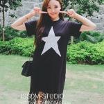 [พร้อมส่ง] เสื้อผ้าแฟชั่นเกาหลีราคาถูก เสื้อแฟชั่นเกาหลี ผ้า Cotton แต่งสกรีนลายดาวด้านหน้า แบบสวม สีดำ