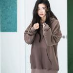 เสื้อฮู้ด (Hoodie) Oversize สีโอวัลติน แบบ Jun Jihyun ในซีรี่ย์ The Legend of The Blue Sea
