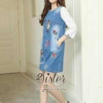 [พร้อมส่ง] เสื้อผ้าแฟชั่นเกาหลี เดรสยีนส์สั้น เนื้อผ้าเดนิมฟอกสีสวย ปักลายการ์ตูนน่ารักๆ แพทเทิร์นทรงตรง ดีเทลแขนยาวสี่ส่วน ช่วงแขนแต่งผ้าโพลีสีขาวปลายแต่งลายปักสวย