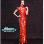 พร้อมเช่า กี่เพ้า สีแดง ผ้าไหมจีน ทอลายดอกไม้ สีทอง กุ๊นขอบ ตัดเย็บอย่างดี