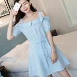 [พร้อมส่ง] เสื้อผ้าแฟชั่นเกาหลีราคาถูก เดรสแฟชั่นเกาหลี ผ้า Sunshine สายเดี่ยว แต่งกระดุมหลอกด้านหน้า 4 เม็ด แบบสวม สีฟ้า *แถมสายผูกเอวตามภาพ
