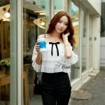 [พร้อมส่ง] เสื้อผ้าแฟชั่นเกาหลี ชุดจั๊มสูทเกาหลี ตัวเสื้อใช้ผ้าชีฟองเนื้อดีหนาสีขาว เสื้อทำทรงเปิดไหล่เป็นยางใส่สบายเกาะไหล่ได้ดี