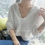 [พร้อมส่ง] เสื้อผ้าแฟชั่นเกาหลีราคาถูก เสื้อแฟชั่นเกาหลี ผ้าลูกไม้ ไม่มีซับใน แบบสวม สีขาว