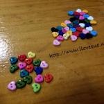 กระดุม อคริลิค จิ๋ว รูปหัวใจ คละสีตามภาพ 100 เม็ด