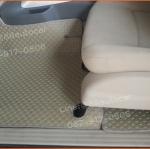 ยางปูพื้นรถยนต์เข้ารูป Nissan Navara 4 ประตู กระดุมสีครีมขอบครีม